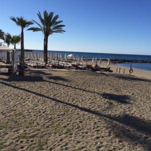 villa en venta primera linea de playa marbella